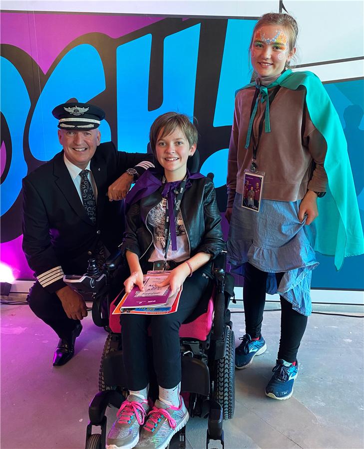 新西兰航空首席机长大卫·摩根和小乘客们